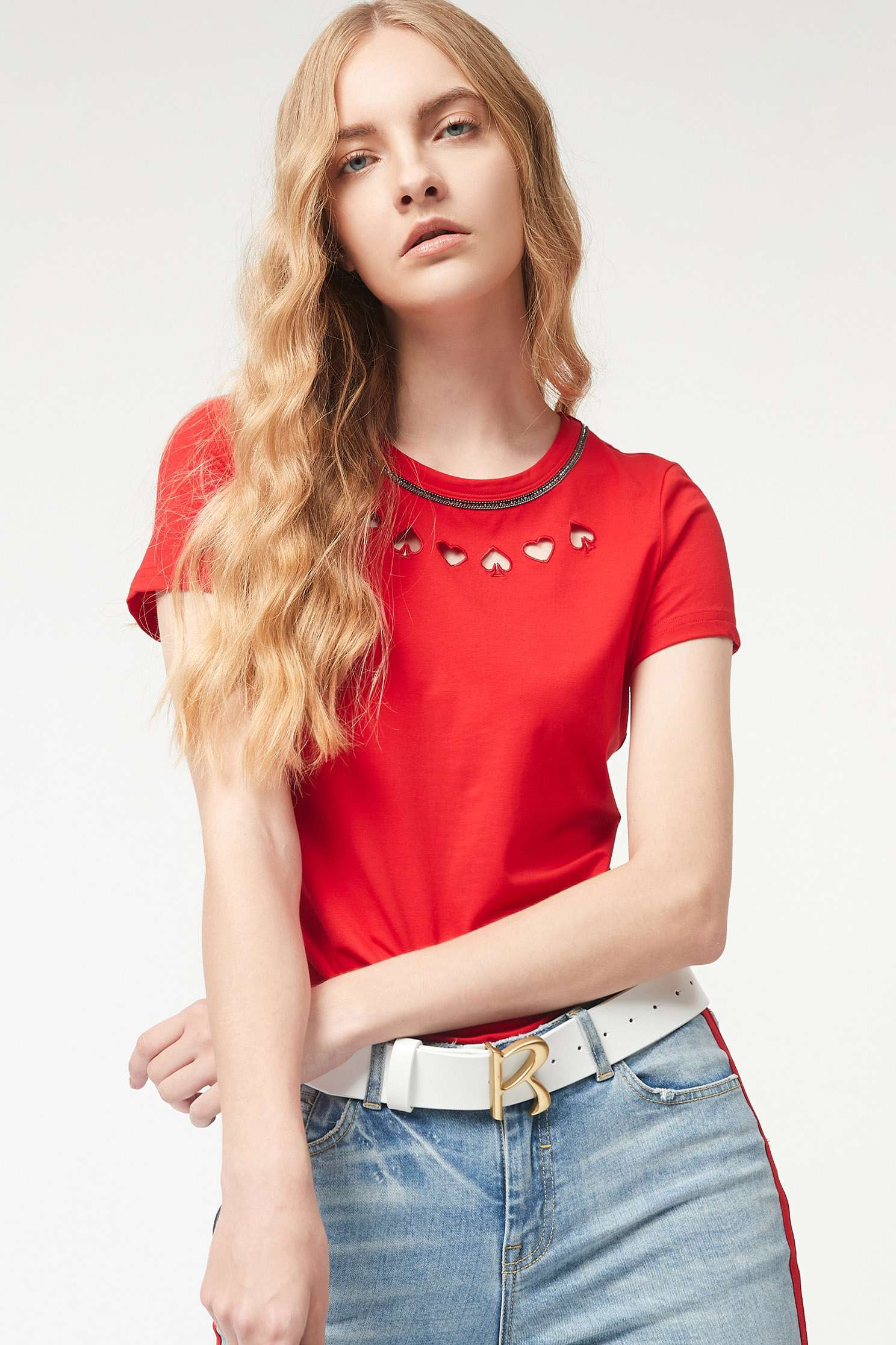 Round-necked hollow embroidered T-shirt
