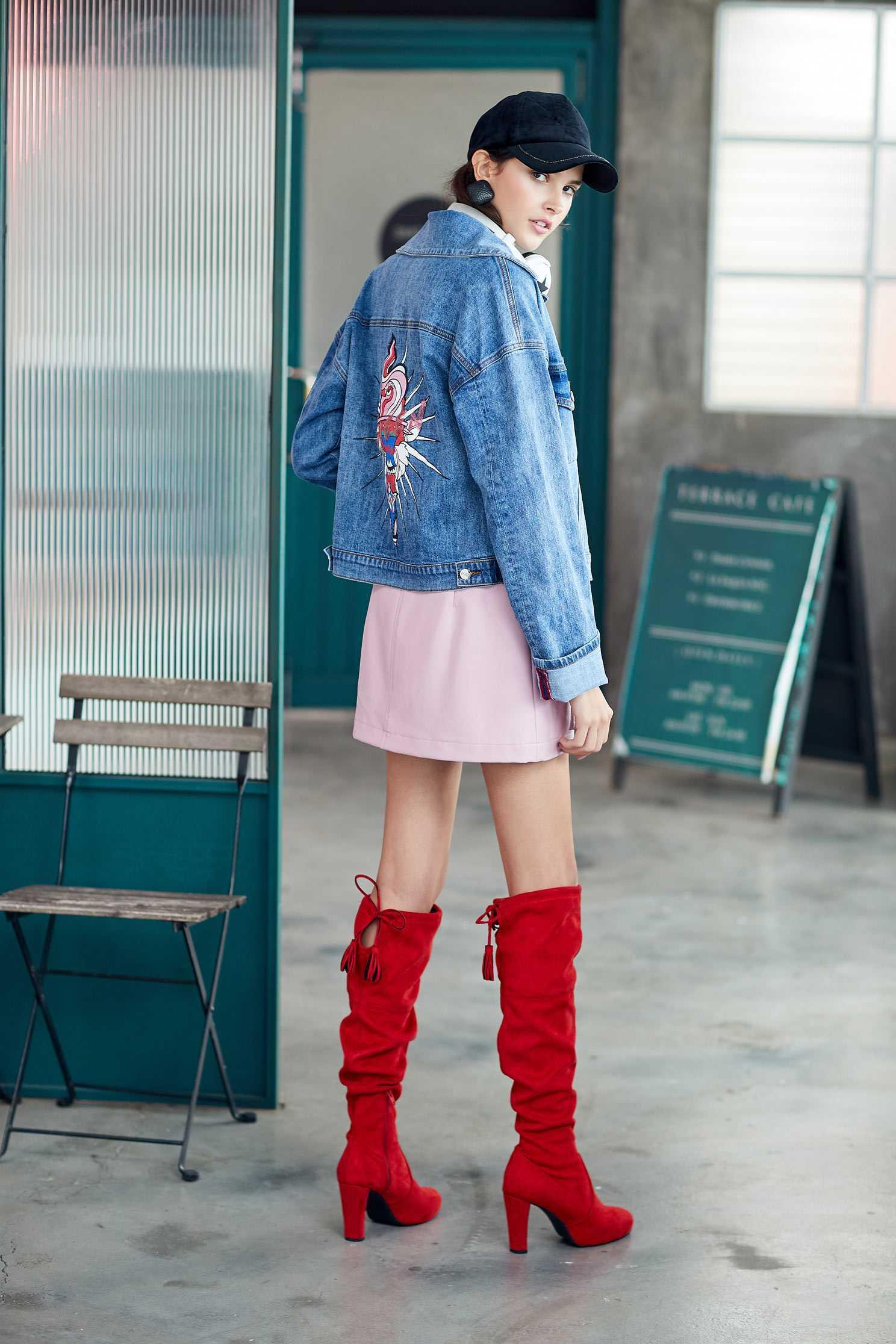 Color matching fur collar denim coat,jacket,tanning,outerwear,cowboy,denimjacket,longsleeveouterwear