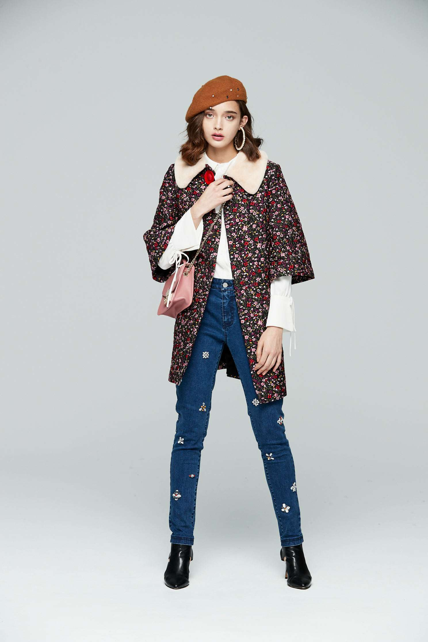 Retro floral totem elbow-length sleeve outwear jacket,embroidery,outerwear,embroidered,longcoat,longsleeveouterwear
