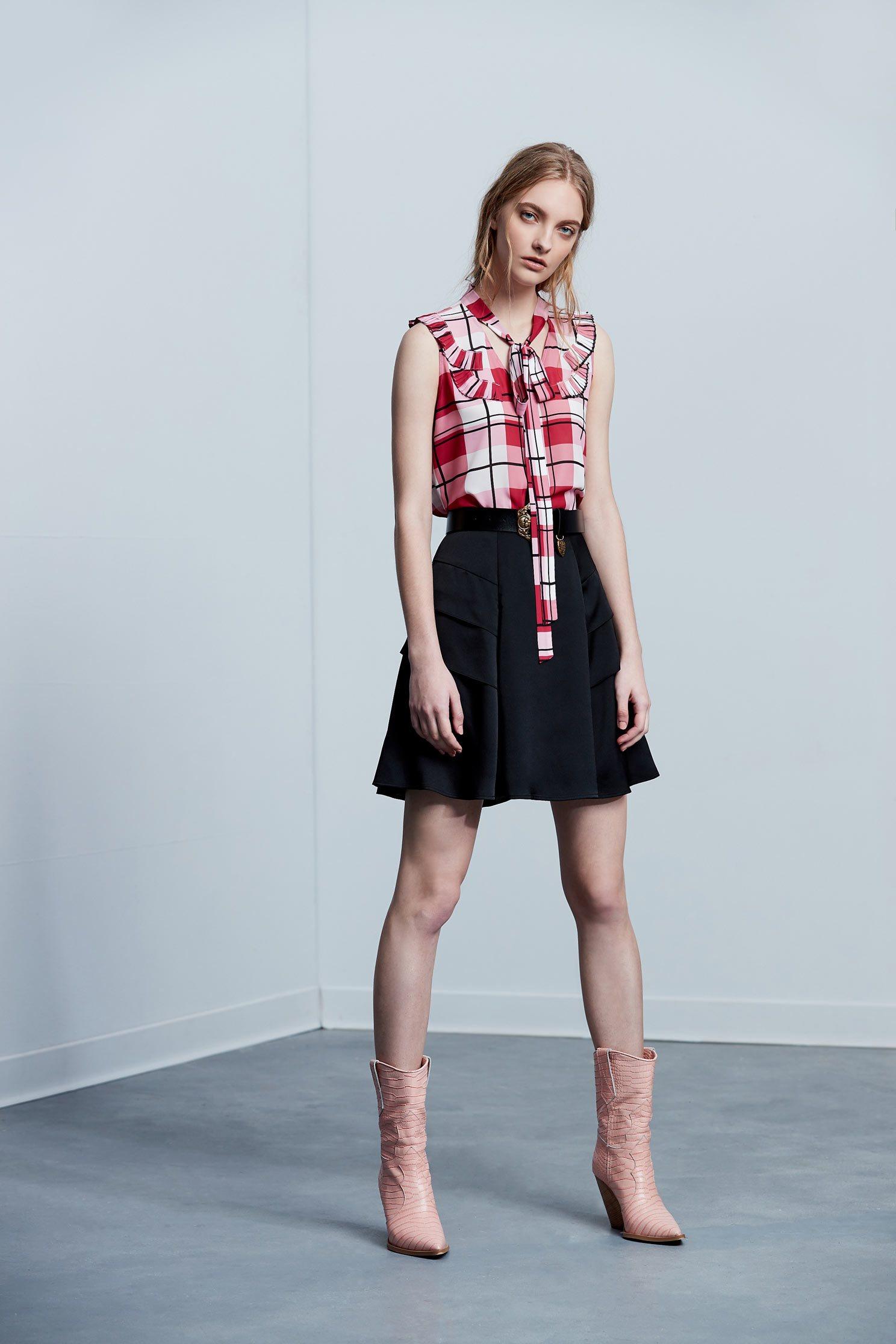 .,miniskirt,blackskirt