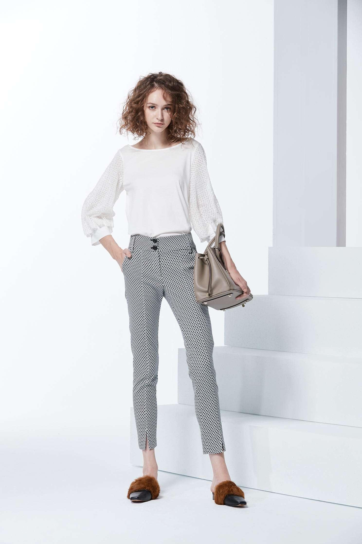 Clean cut slit pants