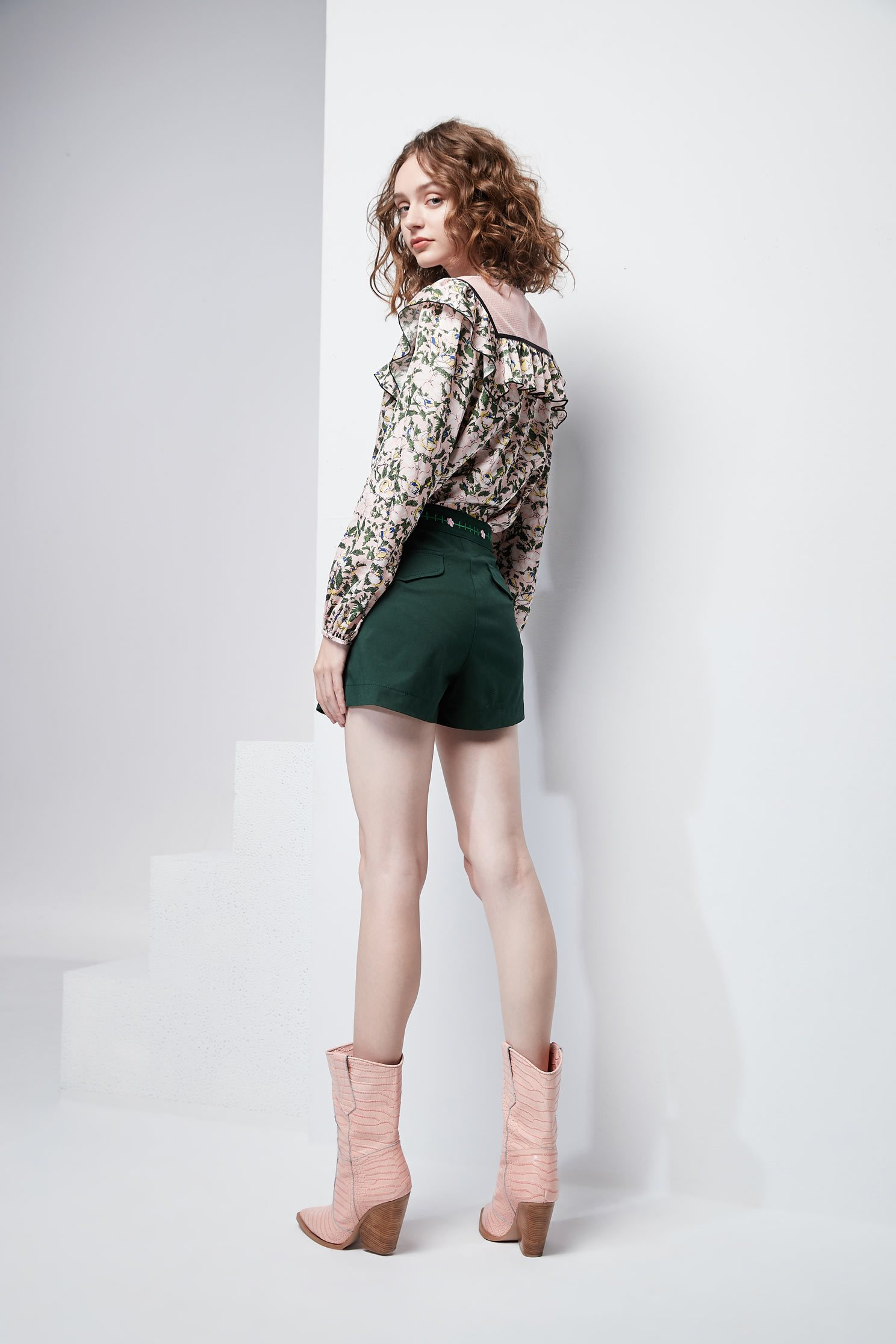 Embroidered waist shorts,shorts,embroidered,pants
