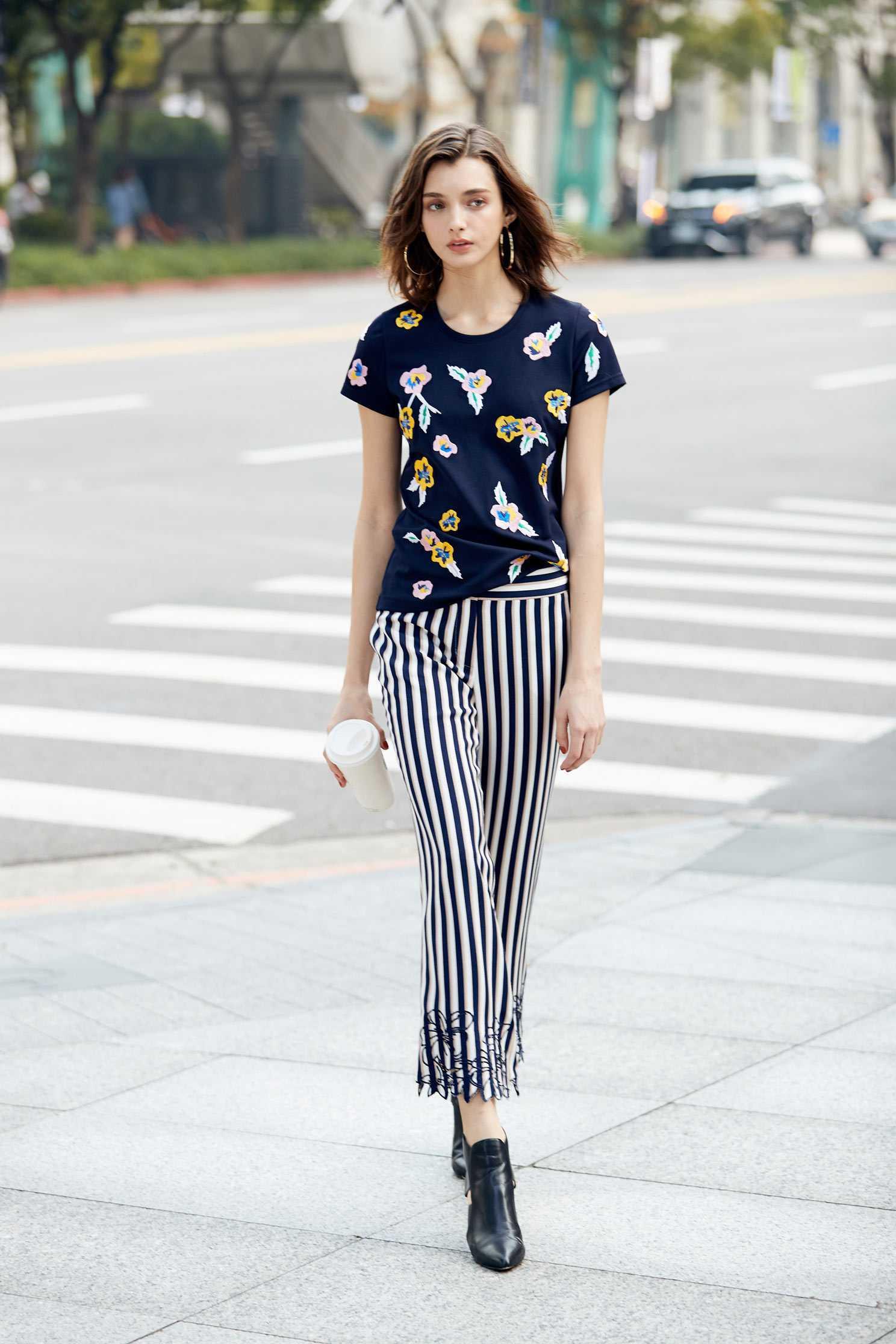 Color stripe design pants
