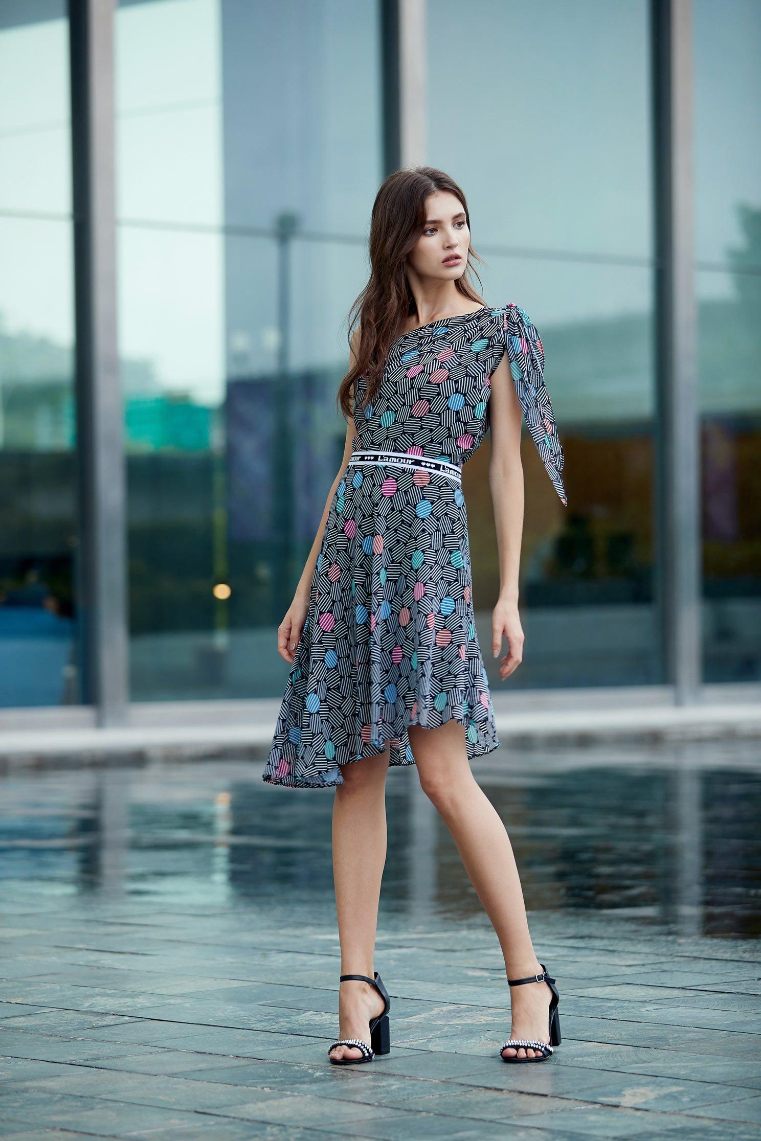 Off-the-shoulder dress,cocktaildress,sleevelessdress