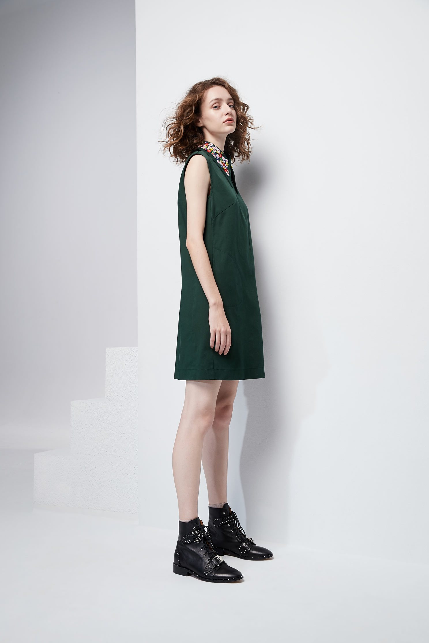 Sparkling collars sleeveless dress.,dress,embroidery,embroiderddress,cocktaildress,sleevelessdress,embroidered