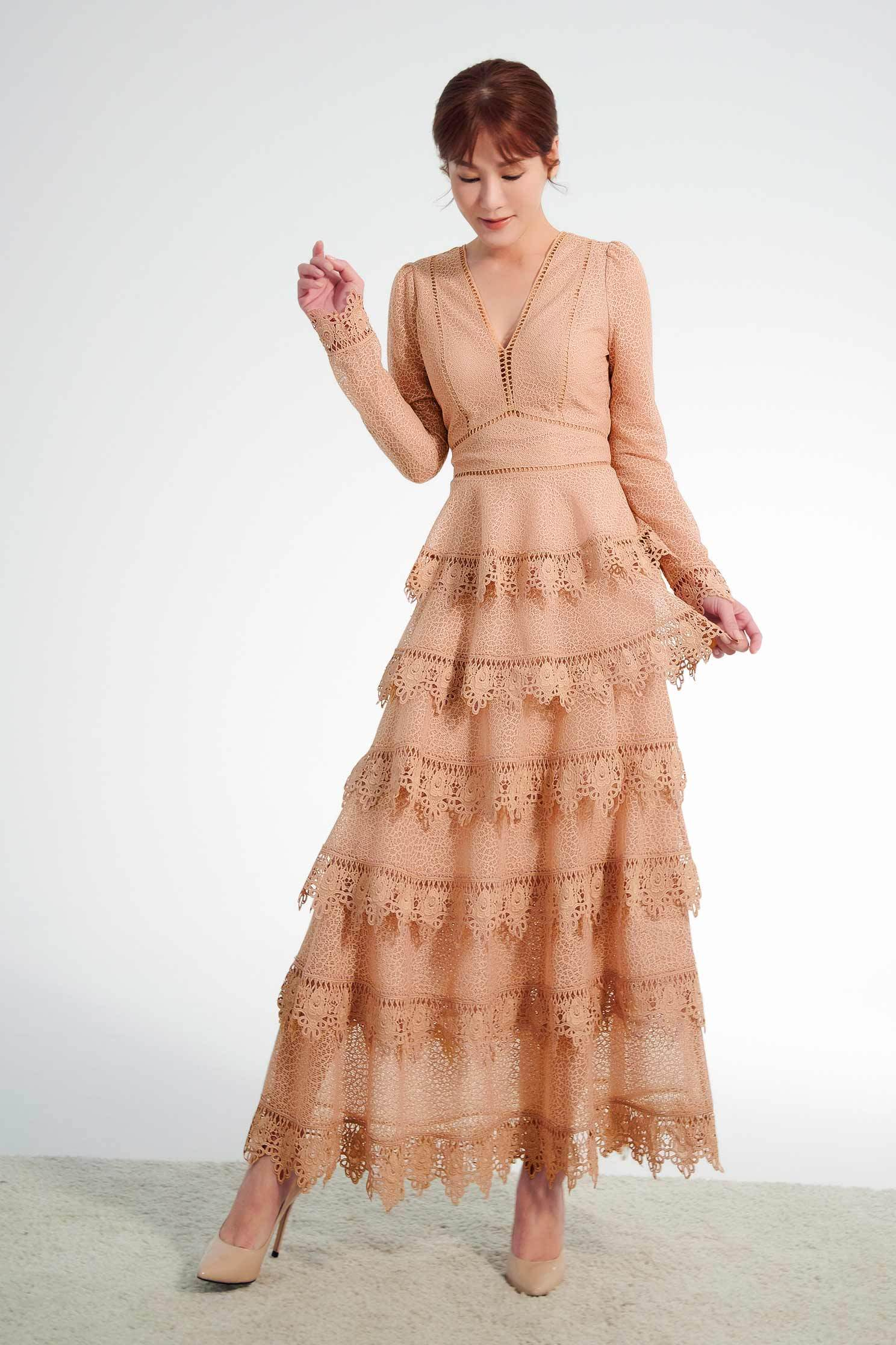 Nude lace layered dress,v-neckdress,cocktaildress,tulleskirt,lace,lacedress,longsleevedress
