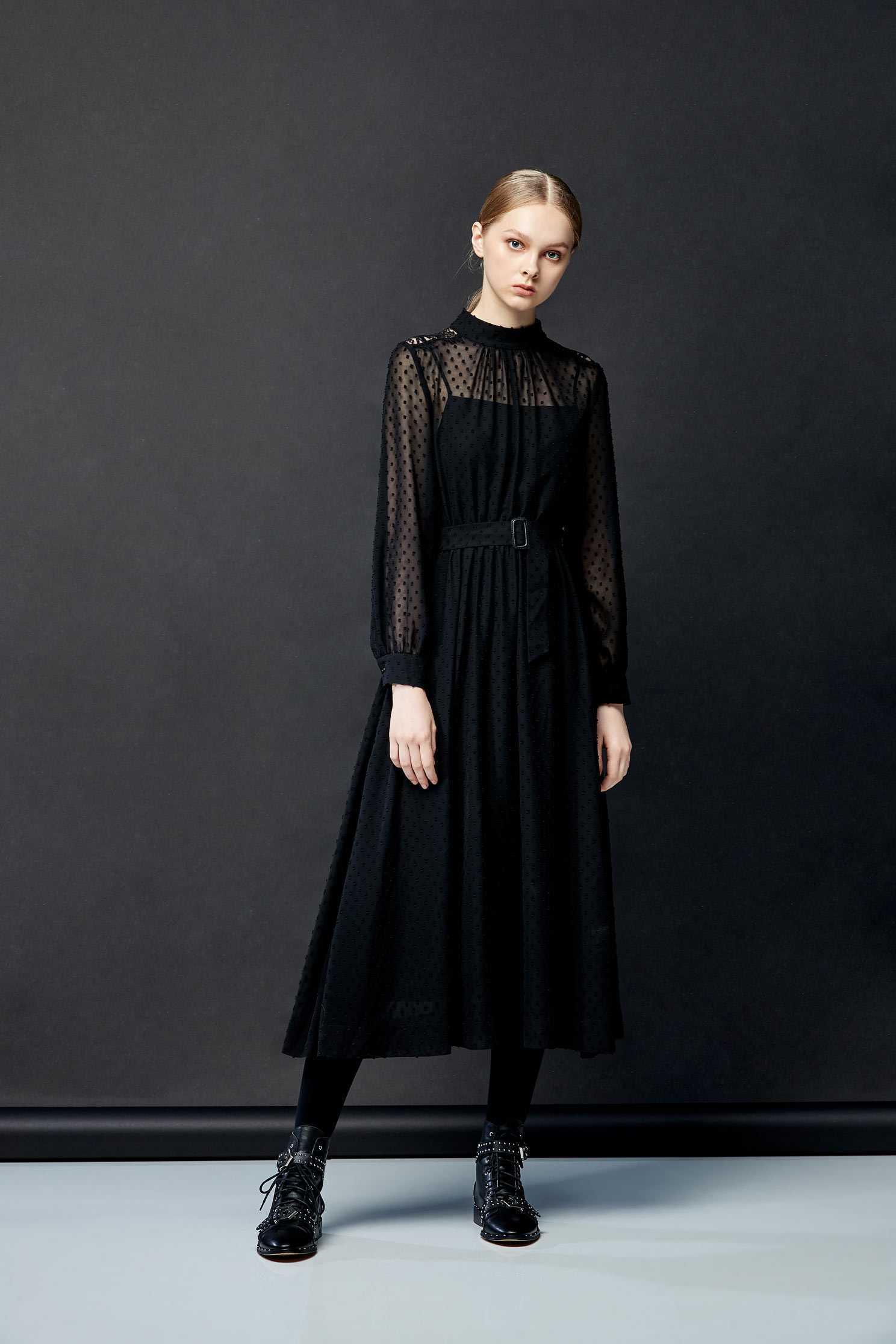 High-necked chiffon dress,dress,cocktaildress,eveningwear,spaghettistrapdress,perspectivedress,longdress,longsleevedress,chiffon,chiffondress,blackdress