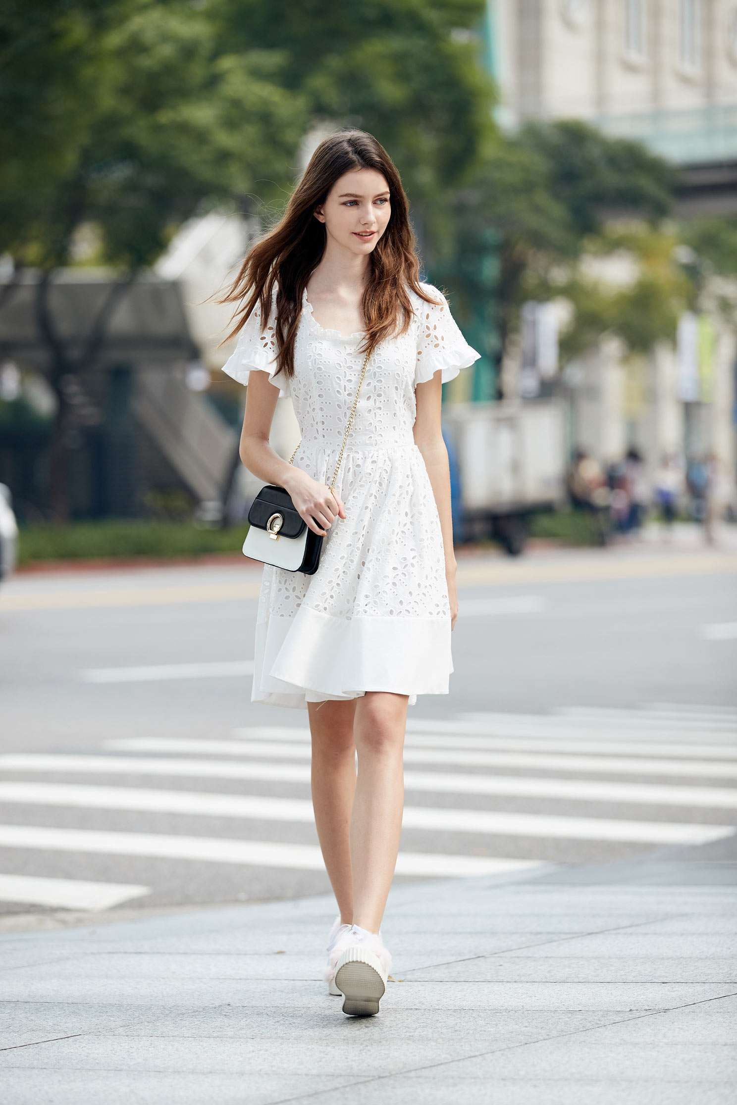 Elegantly carved short-sleeved dress,u-neckdress,cocktaildress,whitedress,shortsleevedress,lace,lacedress