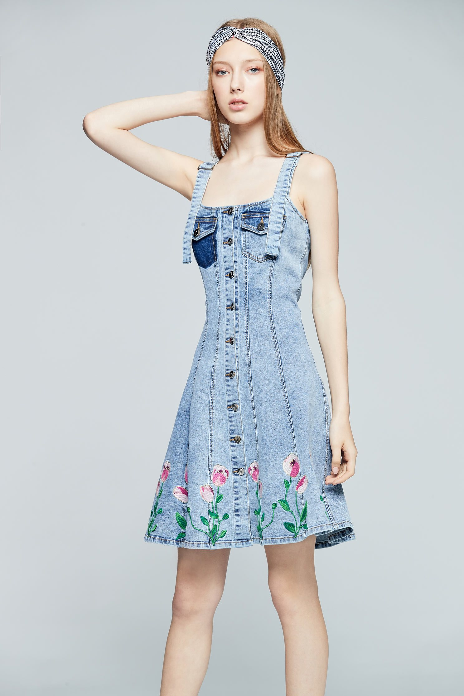 Embroidered denim dress,dress,tanning,casualdress,embroidery,embroiderddress,sleevelessdress,cowboy,embroidered