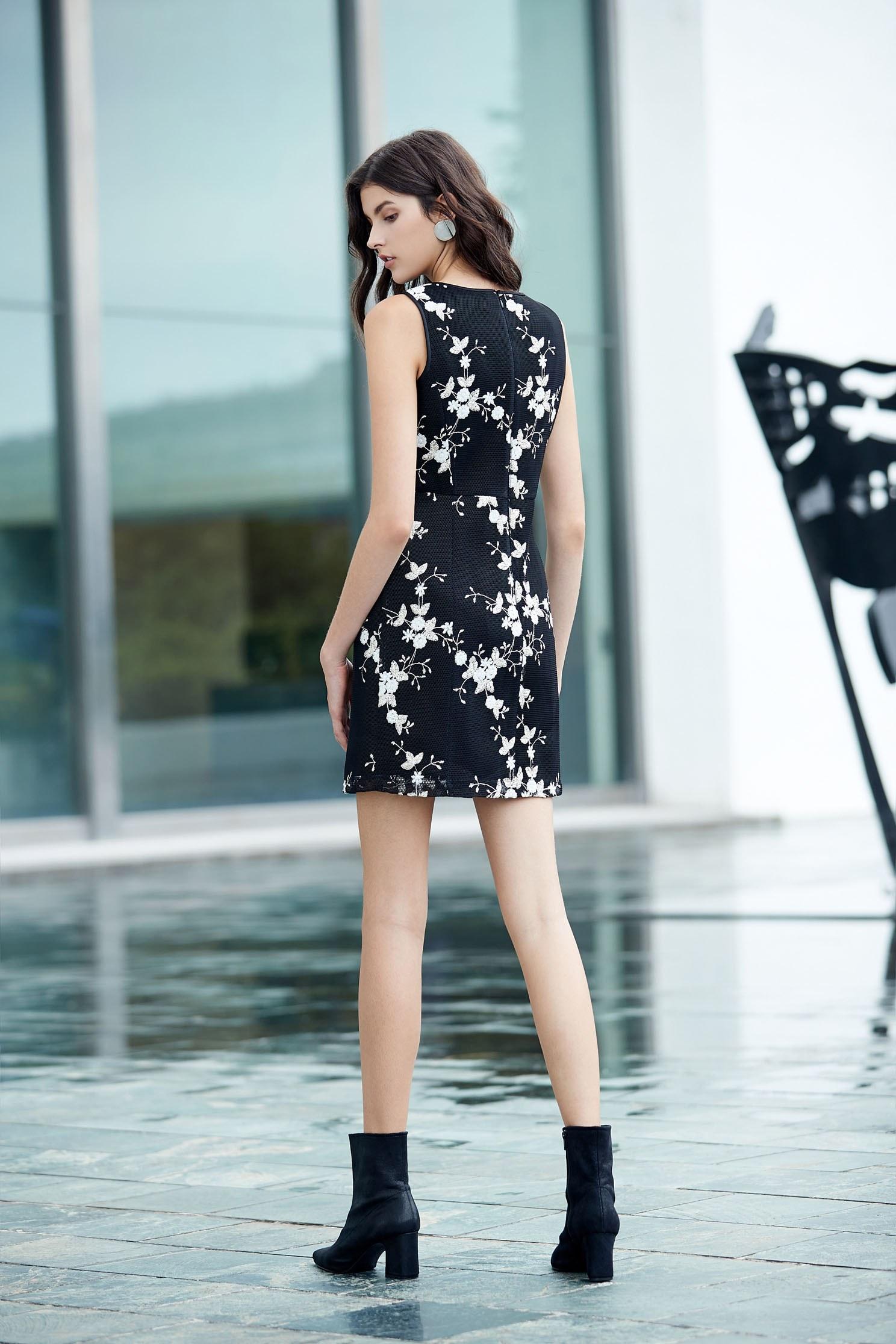 Graceful flowers emroidery dress,embroidery,刺繡洋裝,小禮服,無袖洋裝,embroidered