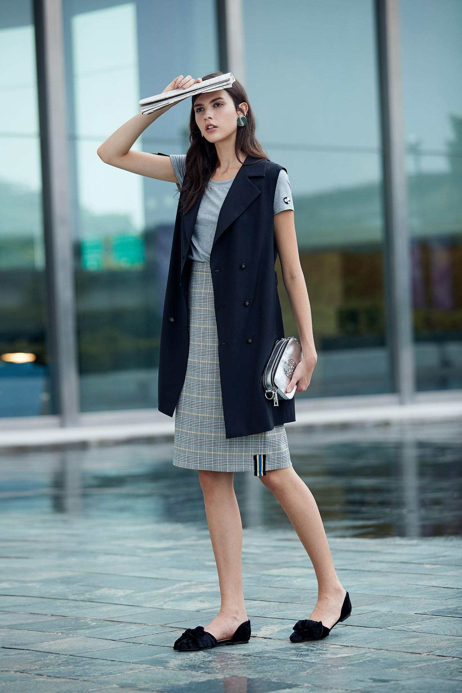 Classic double-breasted trench coat,outerwear,vest,vest,windbreaker,blackvest