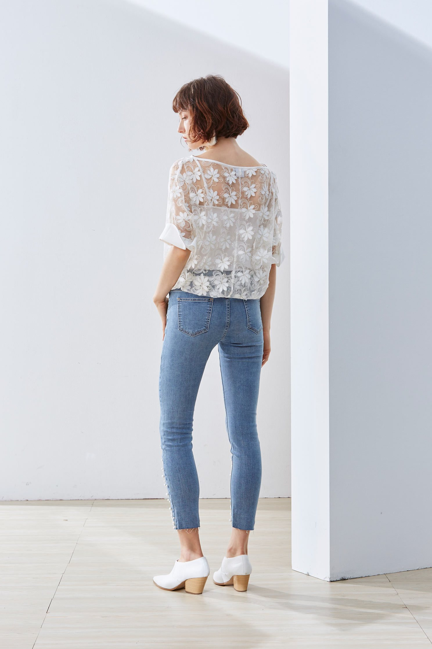 Temperament woman fashion top,Top,embroidery,刺繡上衣,白色上衣,embroidered,繡花上衣,Lace,Laced Top,透膚上衣,長袖上衣,Girlfriends spring tour