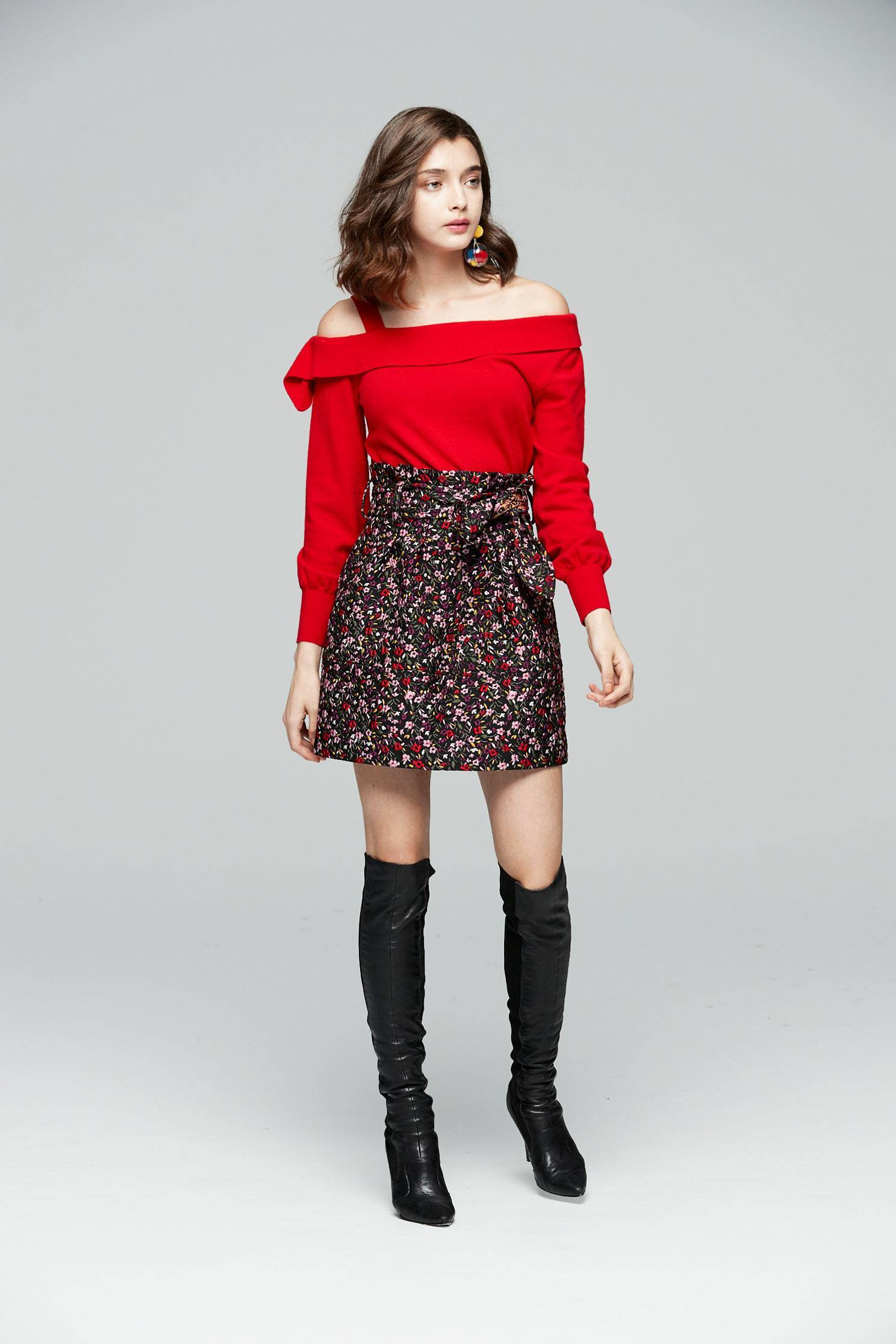 Off-the-shoulder knitted tops