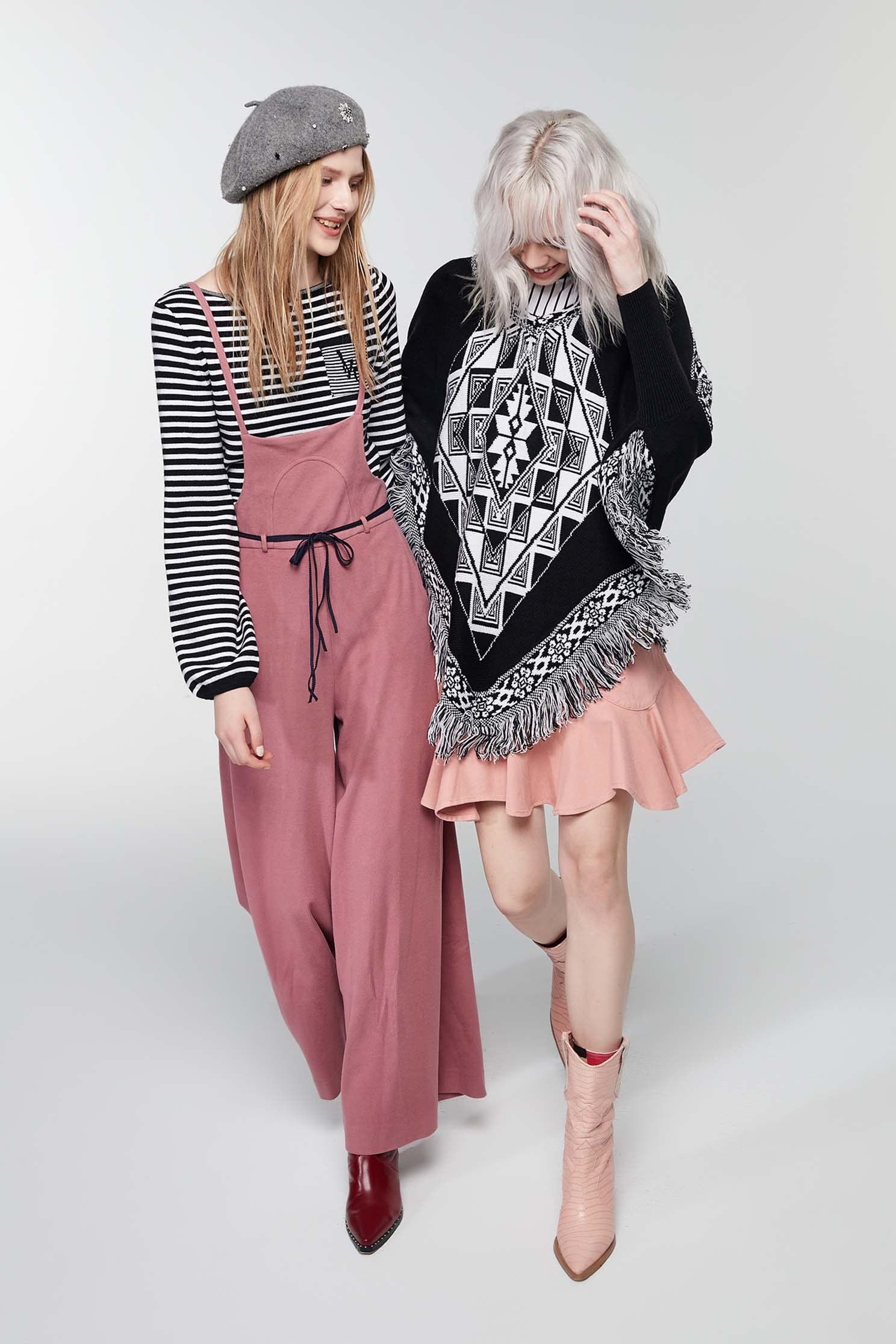 Black/white thin stripes knitting top,top,knitting,knittedtop,knittedtop,longsleevetop