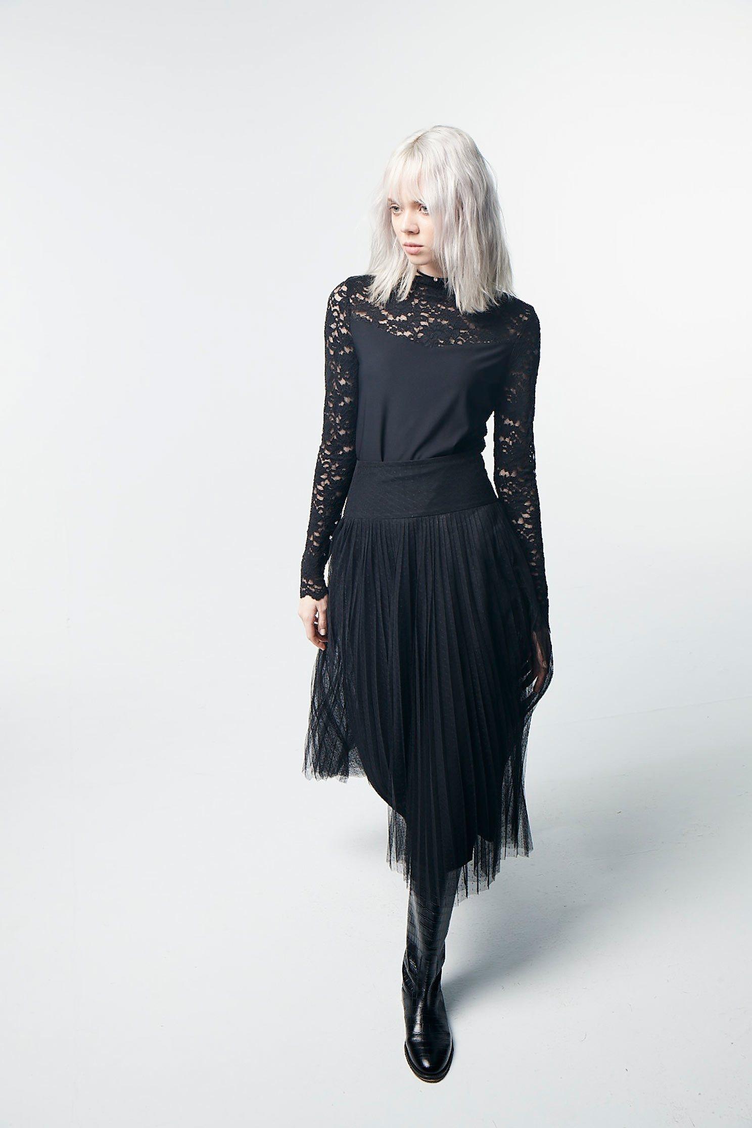 Lace long-sleeved heating top,top,lace,lacedtop,longsleevetop,blacktop