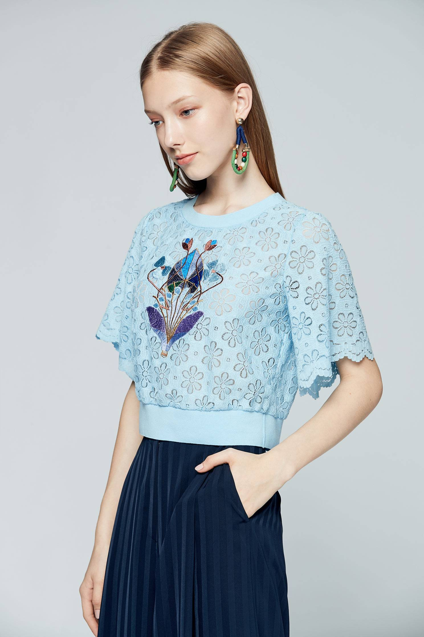 Full lace three-quarter sleeve top,3/4sleevetop,top,roundnecktop,shortsleevetop,lace,lacedtop,girlfriendsspringtour