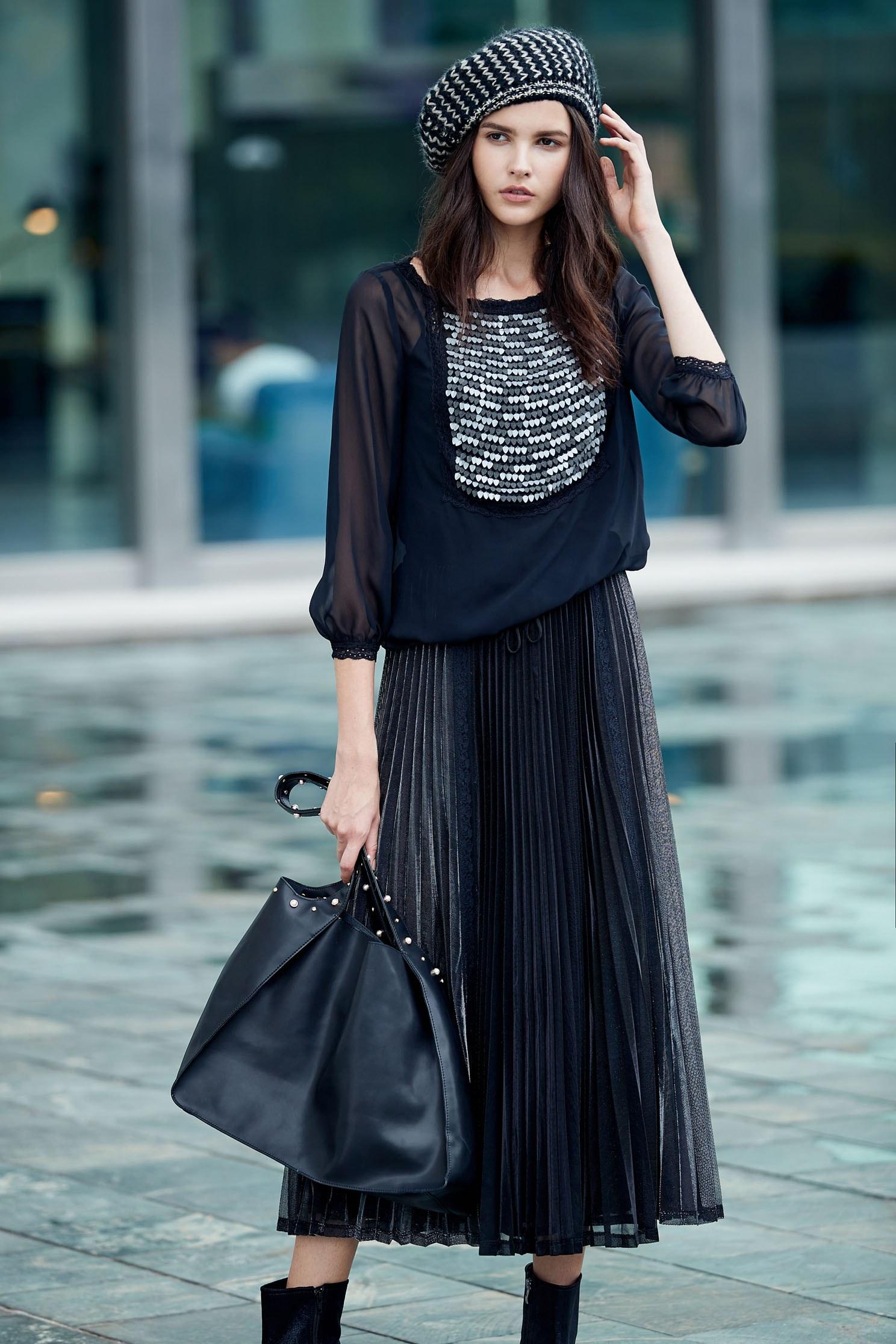 Chest-length sequined long-sleeved top,Top,長袖上衣,Chiffon,Chiffon top,黑色上衣