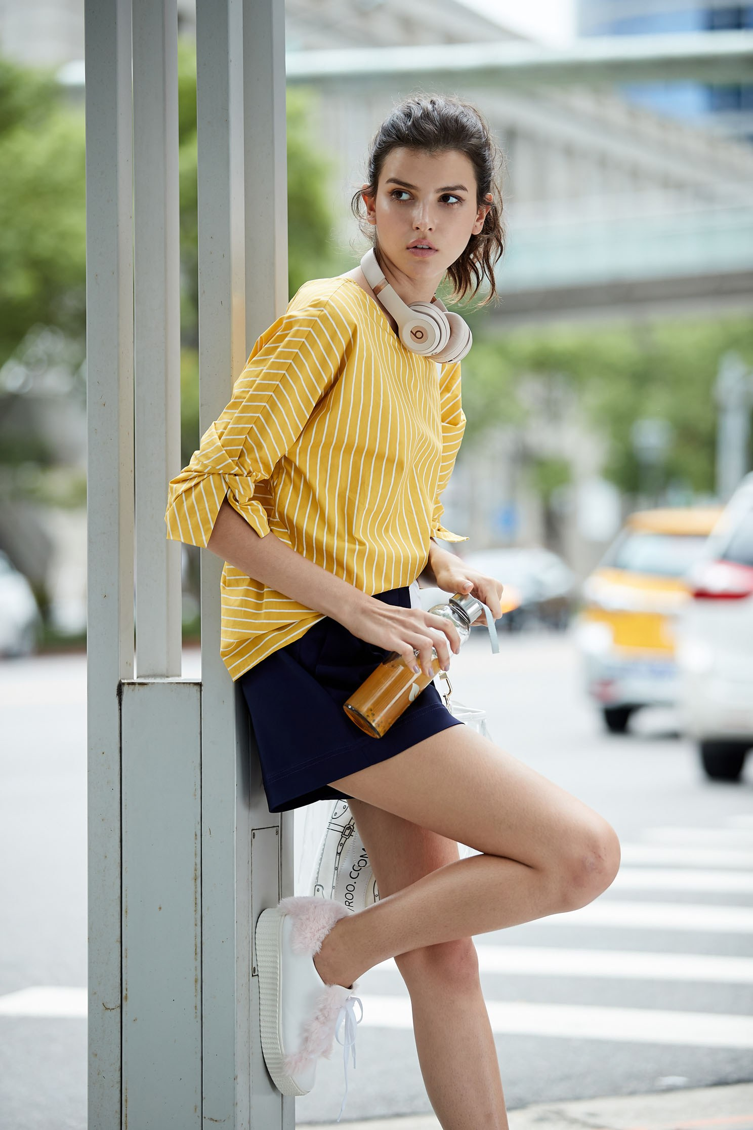 Energetic yellow top with knot sleeves