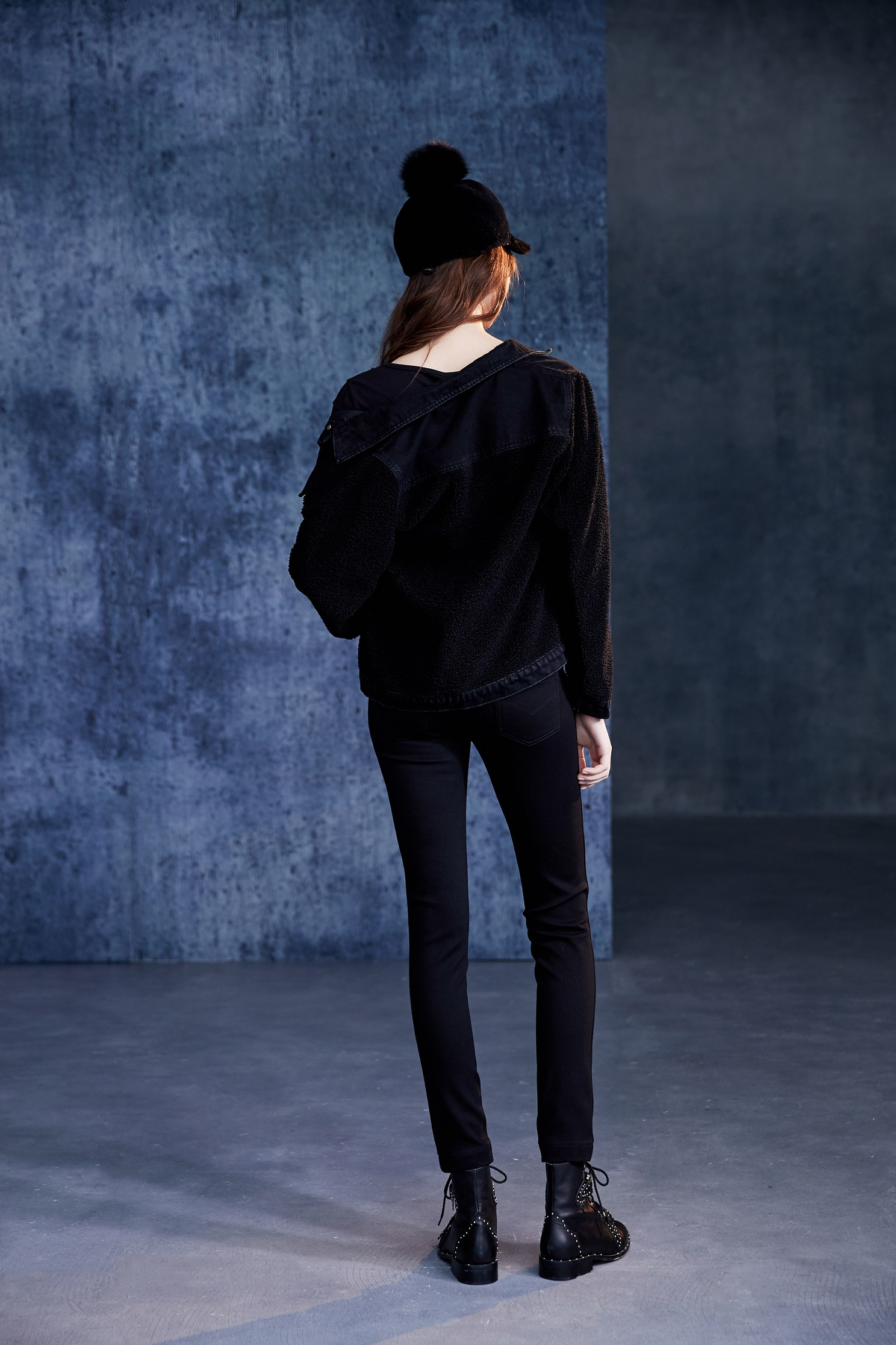 Fashion fitted cut trousers with a drawstring waist,skinnypants,pants,pants,thinpants,blacktrousers