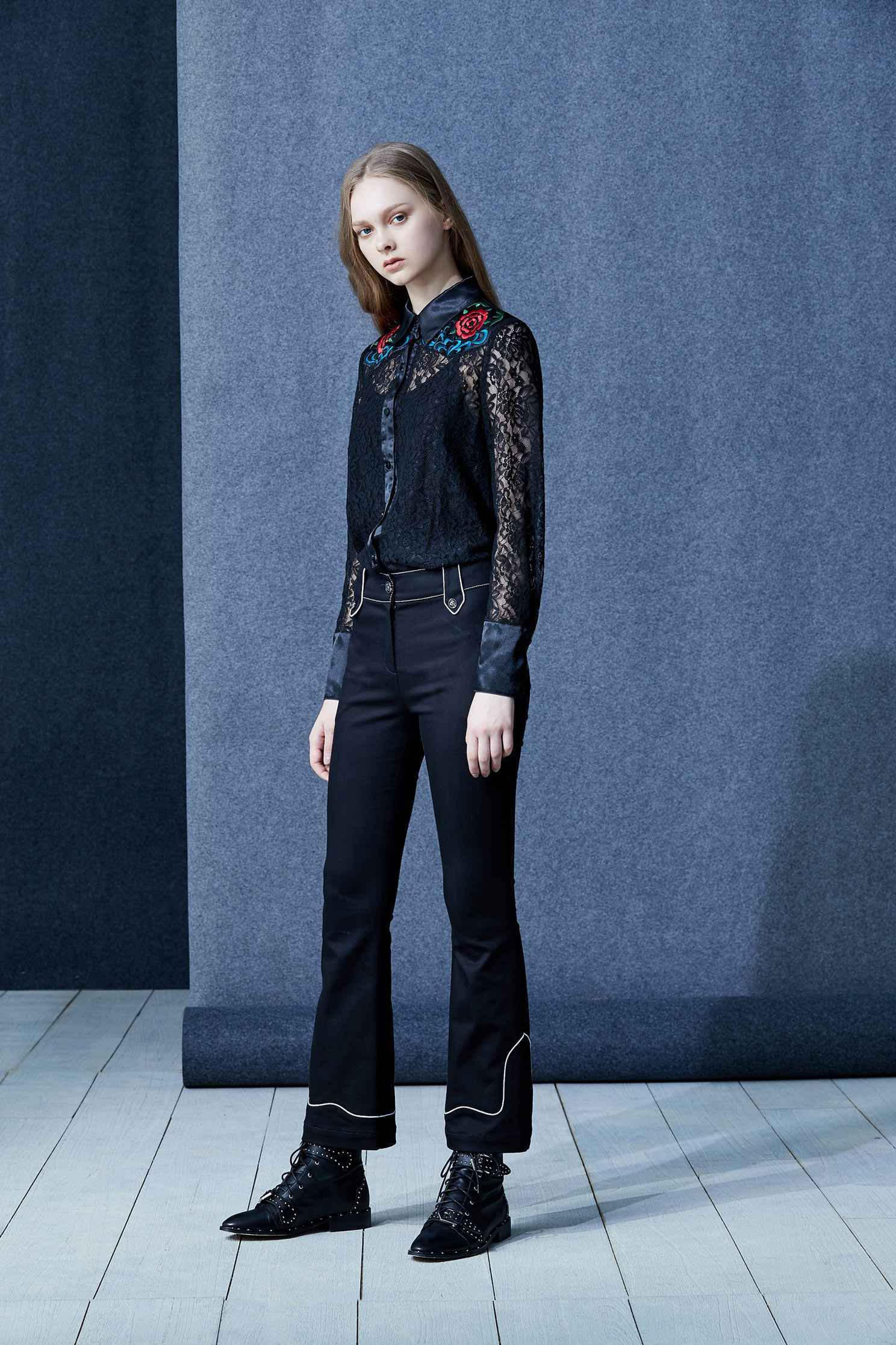 Embroidered lace shirt,embroidery,刺繡上衣,embroidered,繡花上衣,Lace,Laced Top,Blouse,長袖上衣,黑色上衣