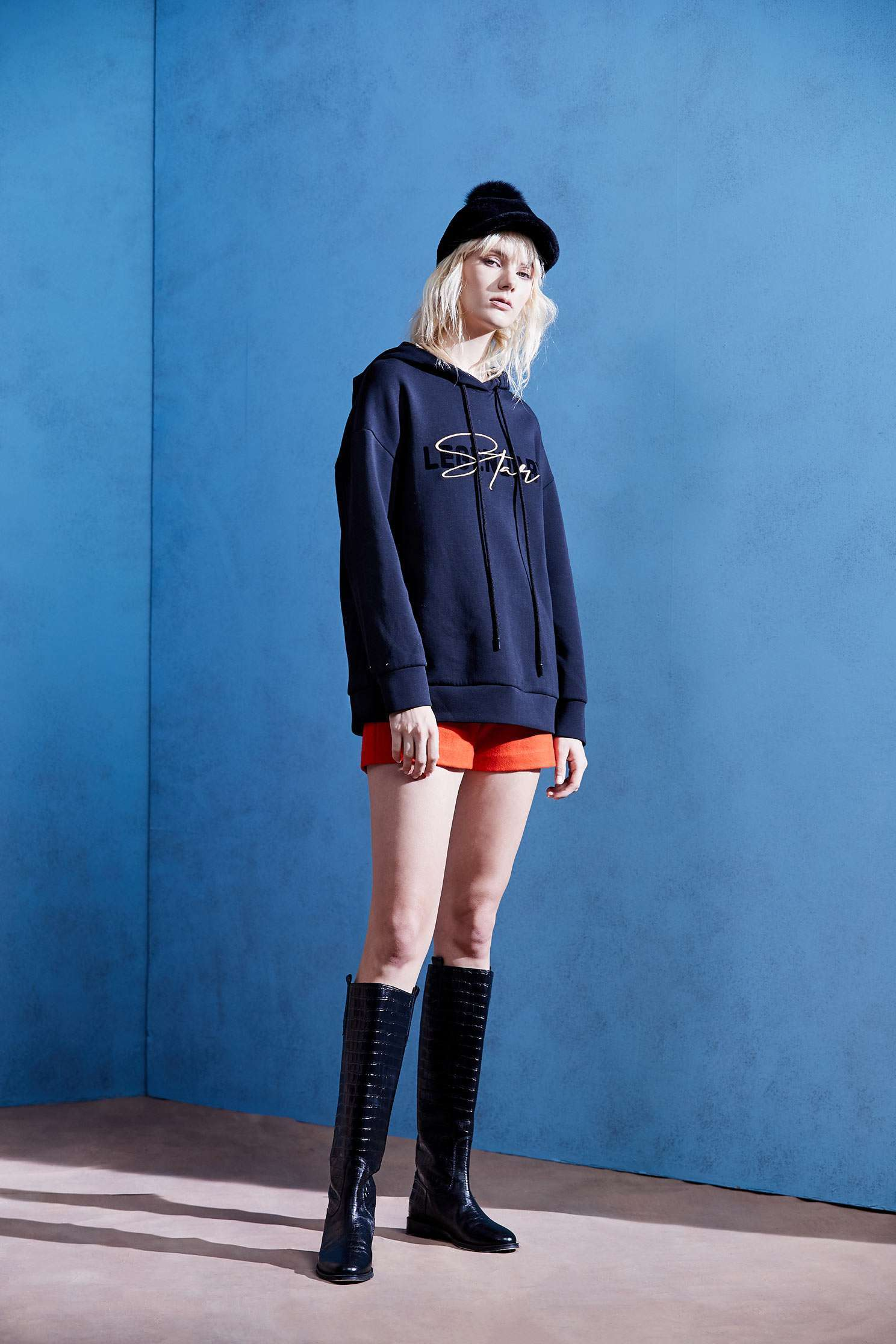 Basic embroidered hat T,embroidery,刺繡上衣,Hoodie Top,embroidered,繡花上衣,Long top,長袖上衣,黑色上衣