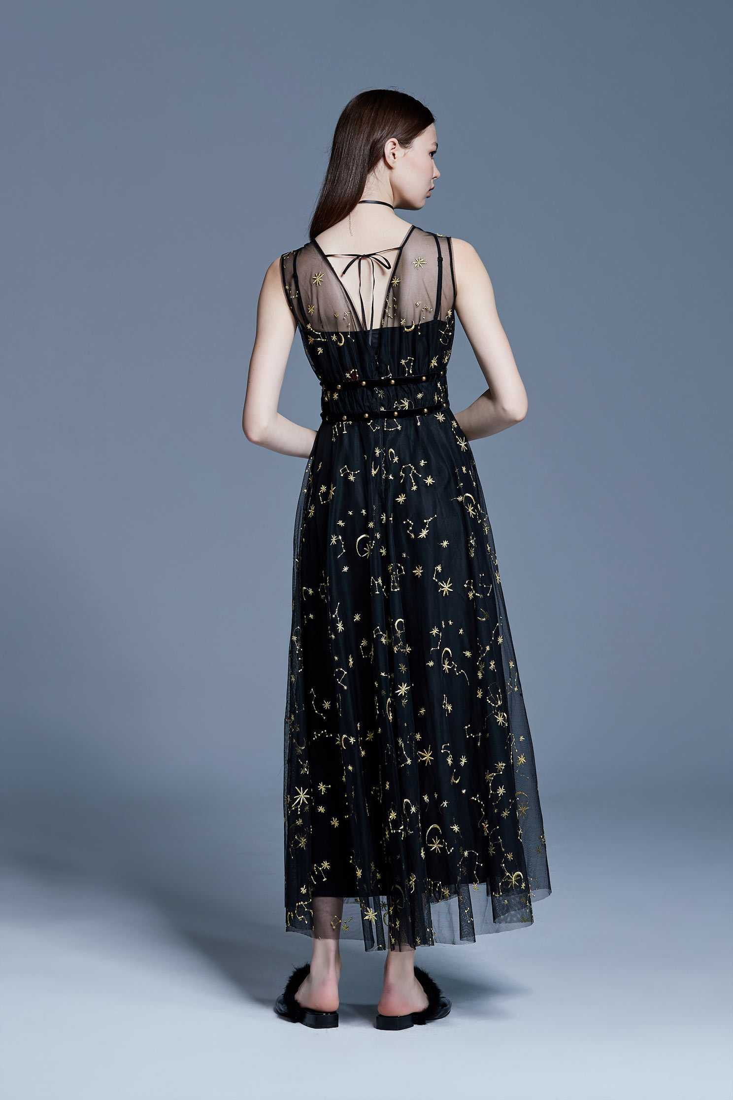 Gold line embroidered dress,V-neck dress,embroidery,刺繡洋裝,Cocktail Dress,無袖洋裝,Evening Wear,embroidered,Black dress