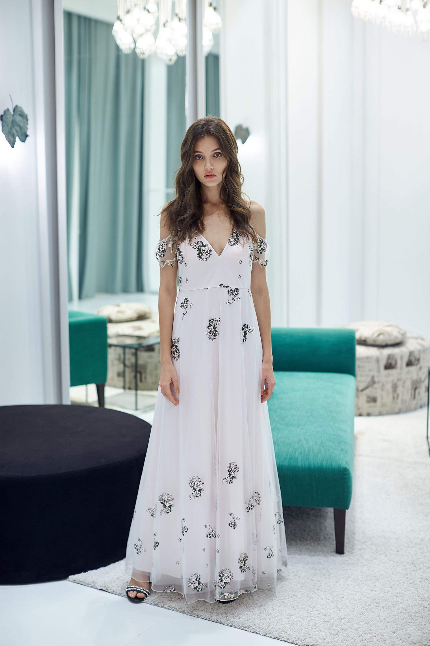 Romantic floral embroidery chiffon dress,V-neck dress,embroidery,刺繡洋裝,Cocktail Dress,無袖洋裝,Evening Wear,embroidered,Long dress,Chiffon,Chiffon Dress