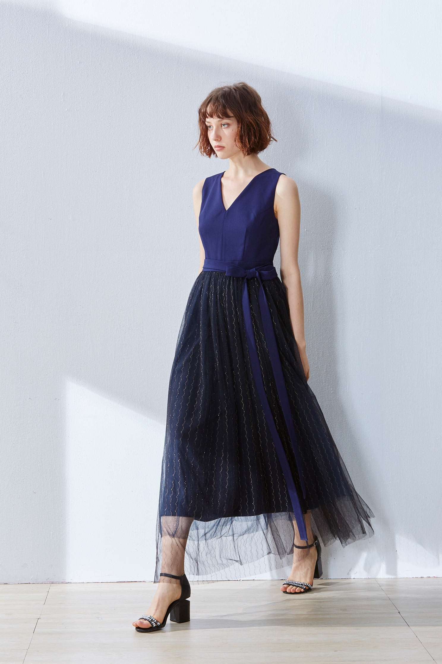 V-neck gauze stitching sleeveless dress,v-neckdress,embroidery,embroiderddress,cocktaildress,sleevelessdress,eveningwear,embroidered,perspectivedress