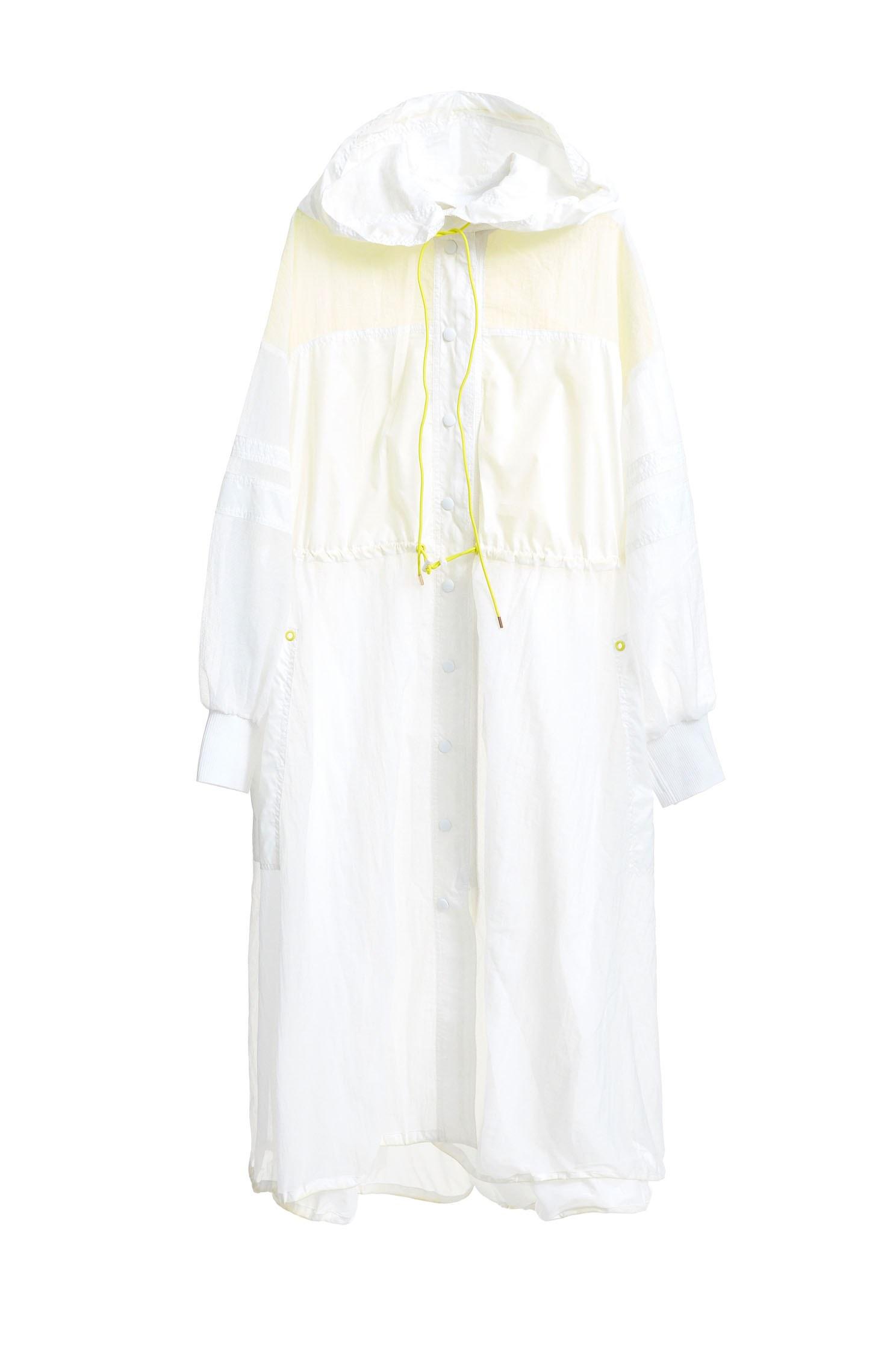 trench coat street style,outerwear,whiteouterwear,longcoat,girlfriendsspringtour,windbreaker
