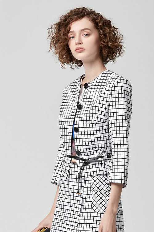 Small square collarless suit jacket