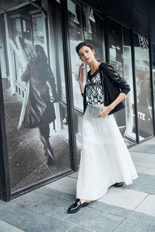 Elegant pleated maxi-skirt