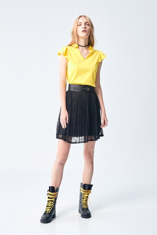 Lace pleated skirt.