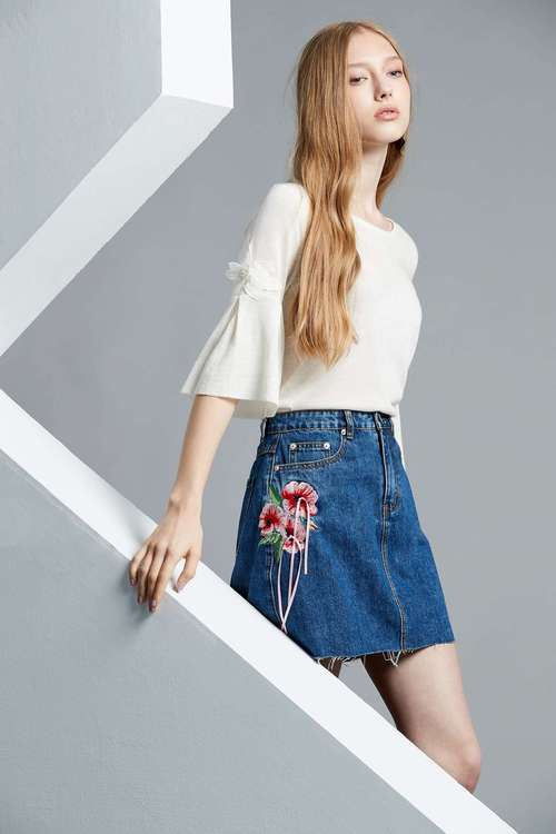 Embroidered class denim skirt