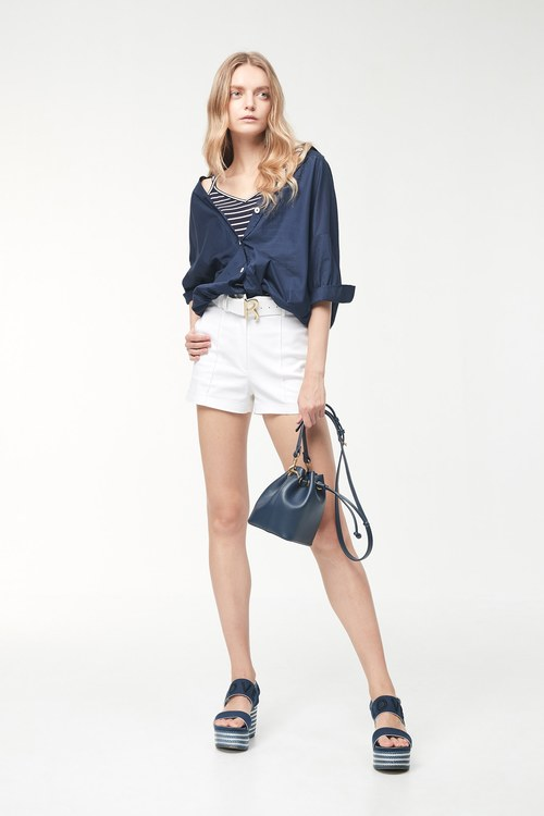Thin! Pleated white shorts