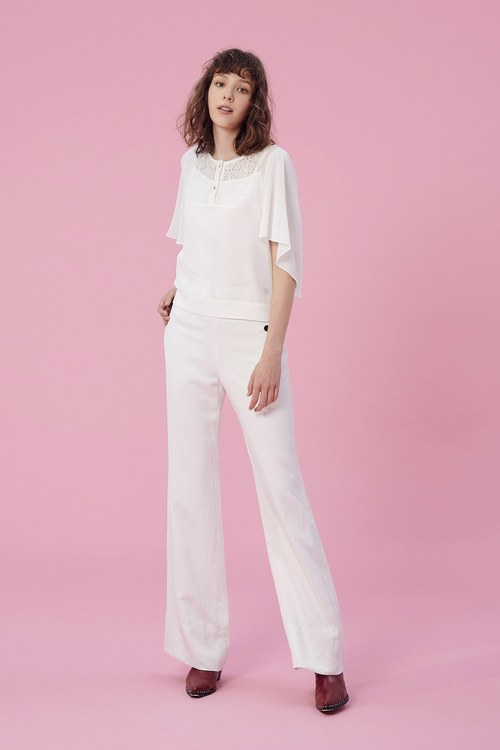 Row buckle wide tube trousers.