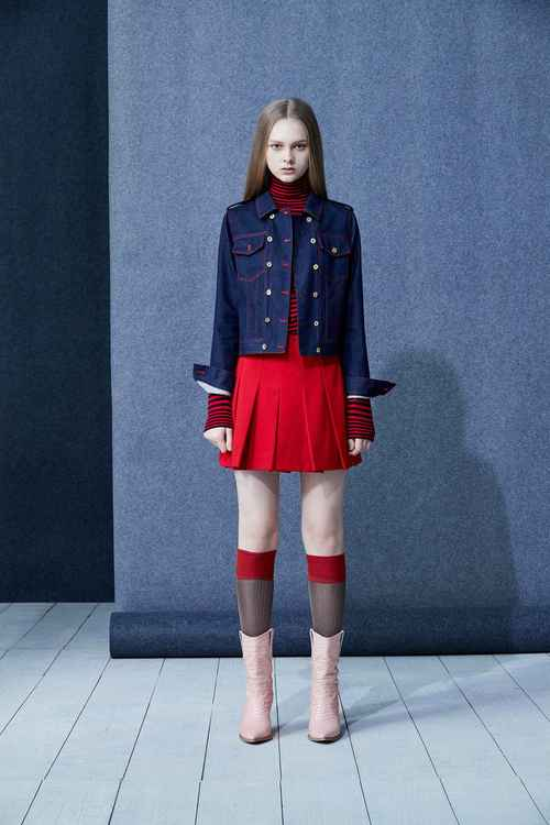 Pleated red short culottes