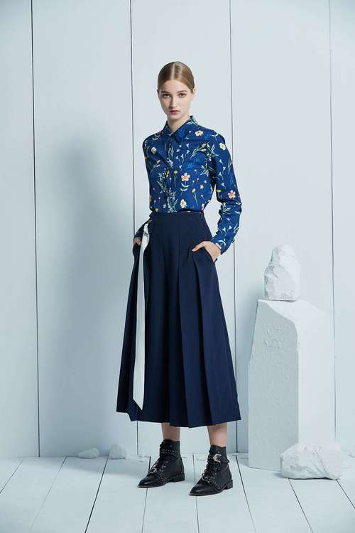 Dark blue and white belt wide pants