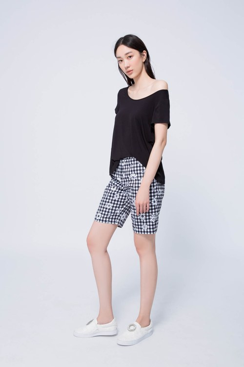 Black checkered classic half pants