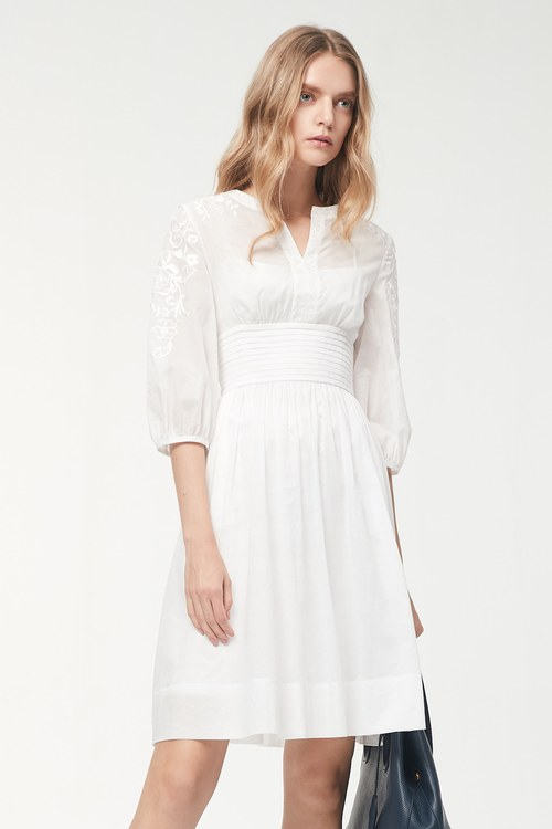Elegant! Delicate embroidered waist design dress