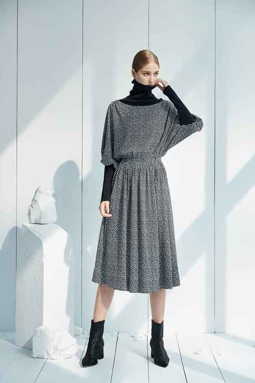 Ribled high-necked  long-sleeved dress