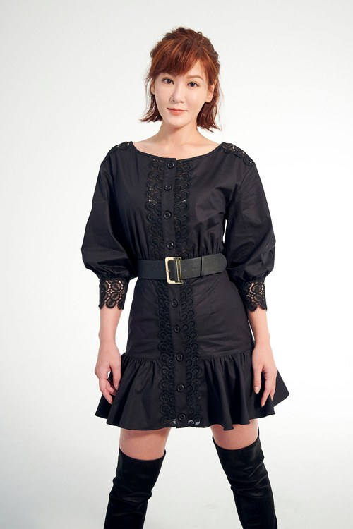 Lace embroidered ruffle dress(Claire co-branding item)