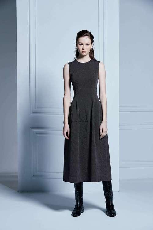 Dot sleeveless dress