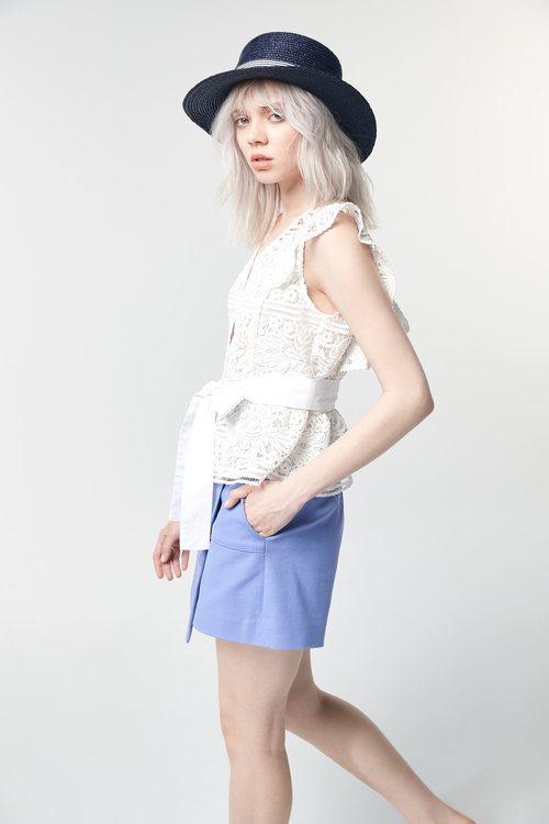 Milk lace vest