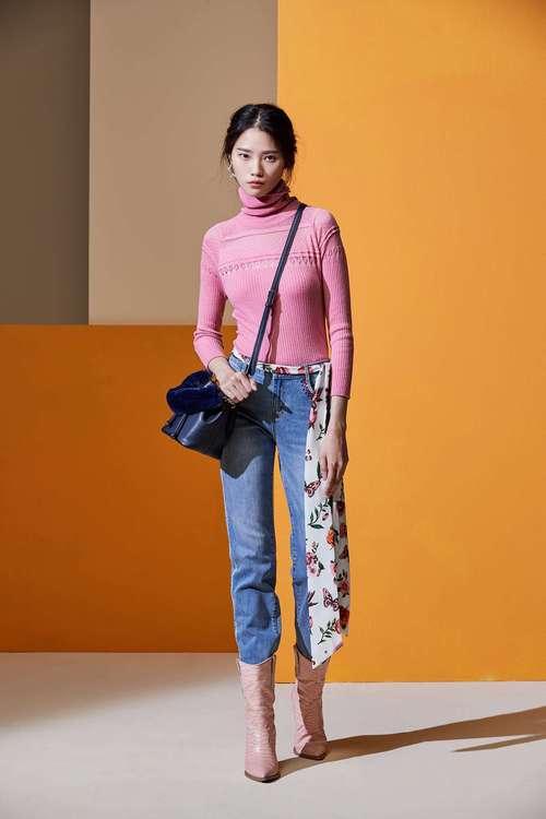 Smoked pink geometry hollow knitwear