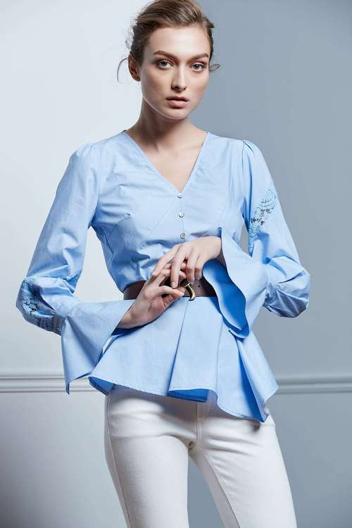Light blue pleated lace stitching top
