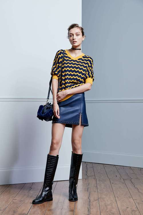 Dark blue nail-buttoned short leather skirt