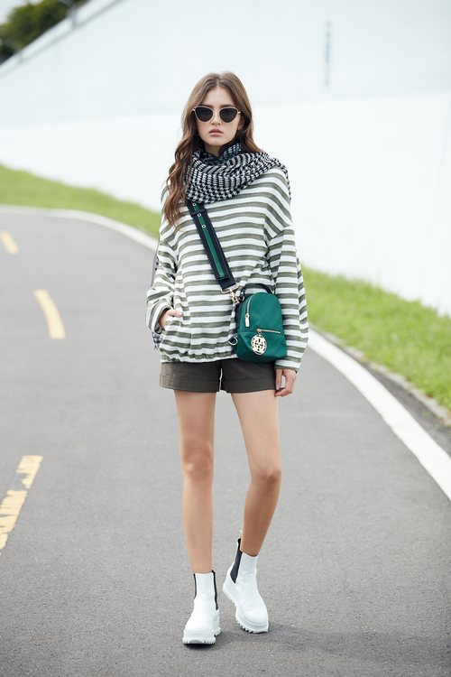Casual belted shorts