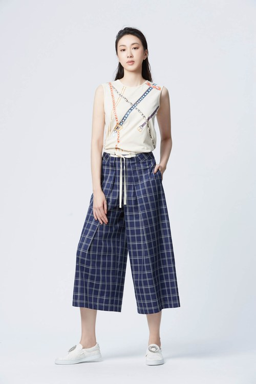 Navy blue hipster checkered culottes