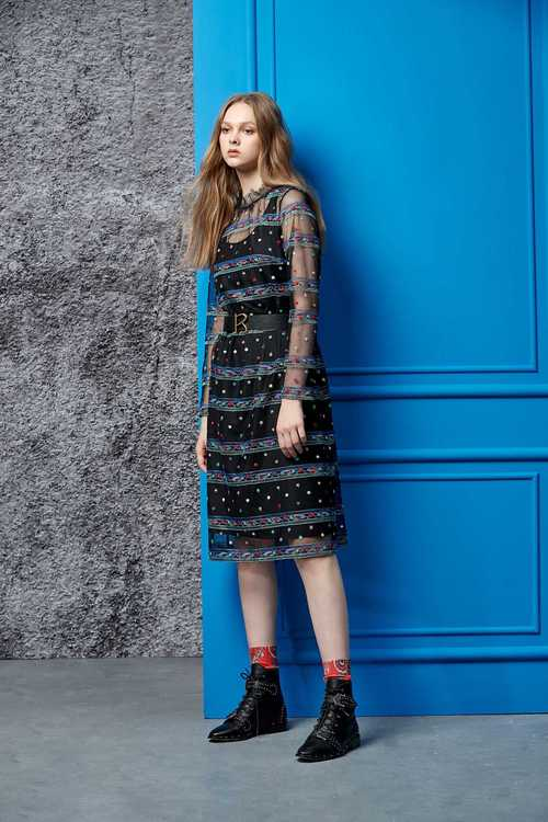 Embroidered street net yarn dress