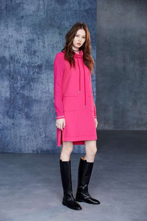 contrast dress